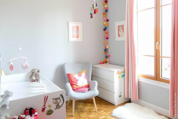 jolie chambre pour bébé de couleur blanche